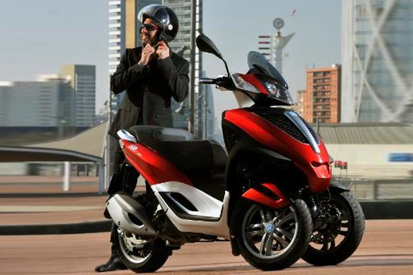 piaggio mp3 300 lt yourban mann helm koerner motobikes. Black Bedroom Furniture Sets. Home Design Ideas